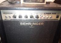 Behringer Ultrabass BX300 30 W-os kombó