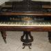 F. Robert Reinhold páncéltőkés zongora